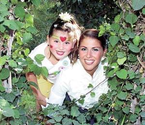 Elisa Milán Mena y Elisa Mena de Milán captadas en reciente celebración.