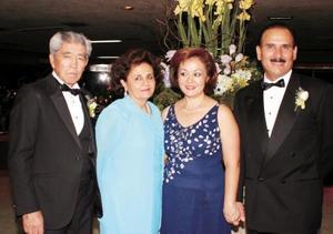 Antonio Lee y Karime Ch. de Lee, Perlita de Pérez y Antonio Pérez.