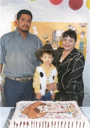 <b>27 de agosto </b> <p> Una fiesta vaquera fue ofrecida para Ángel de Jesús, con motivo de su tercer cumpleaños, organizada por sus padres, Ángel Hernández y Rosa Elva Jacquez de Hernández.