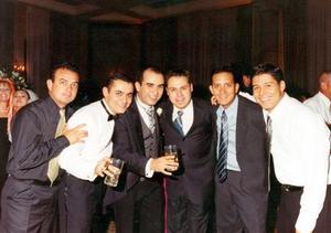 <b> 27 de agosto </b> <p> Muy felices disfrutaron de una grata velada, en la ciudad de Monterrey, Homero Ruiz, Juan Múzquiz, Bruno Solís, César Florentino Pérez, Kruchenco Mery y Óscar González.