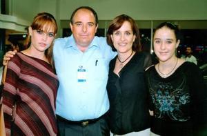 <b> 27 de agosto</b> <p> Alexis Navarro, Benjamín Navarro, Blanca de Navarro y Marisa Navarro.