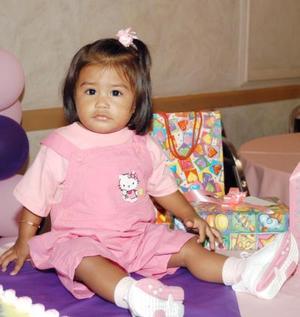 <b> 29 de agosto </b> <p> Junto a sus obsequios aparece la niña Jéssica Alejandra, en la fiesta que le ofrecieron sus papás por su primer año de vida.