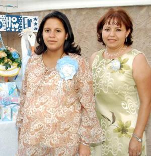 <b> 29 de agosto </b> <p> Wendy Gutiérrez de Abad acompañada de su mamá, Rosa María García, en la fiesta de canastilla que le ofreció con motivo del cercano nacimiento de su primer bebé.