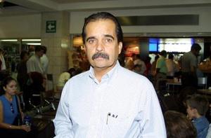 Para asistir a una reunión de directores de jurisdicciones sanitarias, César del Bosque viajó Mazatlán Sinaloa.