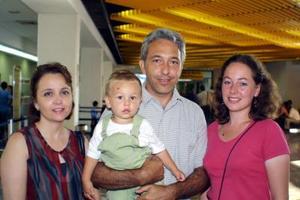 <b> 29 de agosto </b> <p> Regresó a París, Elizabeth Aguirre y su hijo Aurelio, los despidieron Francisco Aguirre y María del Carmen Aguirre.