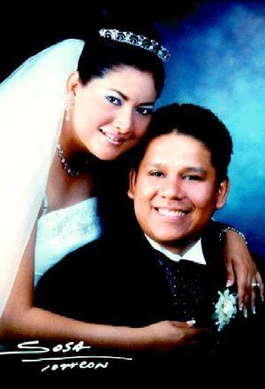 Lic. Félix Gerardo Adame Jasso y Lic. Minka Rodríguez Segovia contrajeron matrimonio el 11 de julio de 2003. <p> <i>Estudio:Sosa</i>