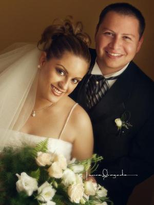 L.C.C. Miguel Ángel Zavala Urista y L.C.C. Karina Ramonet Arredondo contrajeron matrimonio religioso el 25 de julio de 2003. <p> <i>Estudio: Laura Grageda</i>
