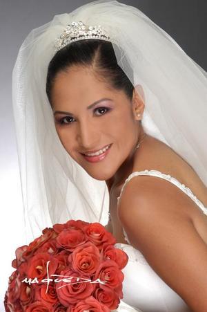 Lic. Rocío Rivera Karrum el día de su enlace nupcial con Lic. Gustavo Hinojosa Ruelas. <p> <i>Estudio: Laura Grageda</i>