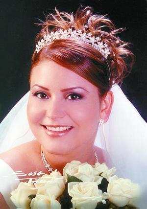 Ing. Anny Ayup Muñoz unió su vida a la del C.P. Juan Manuel Juárez Salazar en ceremonia cristiana efectuada en la P.P. Hermanos Ayup de la ciudad de Matamoros Coah.  <p>  <i>Estudio: Laura Sosa</i>