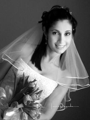 Lic. Rosa Cecilia Sosa Lugo el día de su enlace matrimonial con el Ing. José Luis Acosta Sifuentes.  <p>  <i>Estudio: Laura Grageda</i>