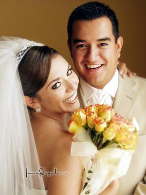 Sr. Roberto Guerrero Garibay y Srita. Carolina Estefanía Quiroz Martínez contrajeron matrimonio en la parroquia de Nuestra Señora del Refugio en la ciudad de Matamoros Coah., el 26 de julio de 2003. <p>  <i>Estudio: Laura Grageda</i>