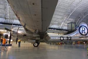 El personal del museo empleó más de 30.000 horas en restaurar el aparato, dotado con motores especiales y puertas de apertura rápida para arrojar las bombas con mayor facilidad. El avión es uno de los quince B29 modificados específicamente para lanzar la bomba atómica.