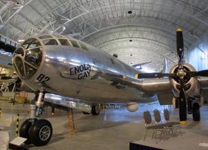 El mítico avión Enola Gay, desde el que se arrojó la bomba atómica contra la ciudad de Hiroshima al final de la II Guerra Mundial, quedará expuesto en el Museo Smithsonian del Aire y del Espacio en Washington.
