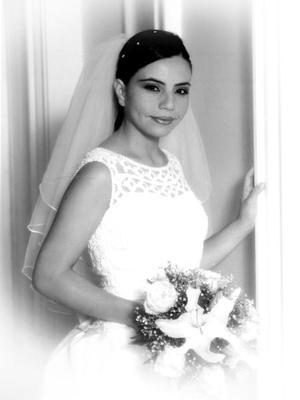 C.P. Luz Mayela Flores Mata unió su vida en el Sacramento de matrimonio a la del Lic. Leonel Enrique Chavira Acosta. <p>  <i>Estudio Flavio Becerra</i>