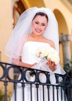 Lic. Lizeth Espinoza Villa unió su vida en ceremonia religiosa a la del Ing. Bruno Solís Martell.