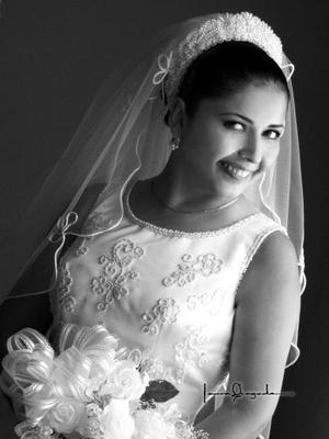 Ing. Dalia Araceli Carrillo Morales el día de su enlace nupcial con Ing. Roberto Burgos Martínez. <p>  <i>Estudio: Laura Grageda</i>