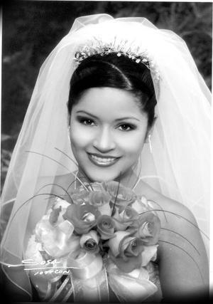 Srita. Irazema Castañeda el día de su enlace matrimonial con el Sr. Edson Valenzuela Cueto.<p>  <i>Studio Sosa</i>
