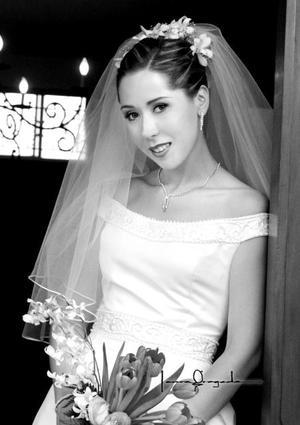 Srita. Rosa de las Nieves Gurrola Méndez el día de su enlace nupcial con Sr. Víctor Manuel Ramos Manjarrez. <p>  <i>Estudio Laura Grageda</i>