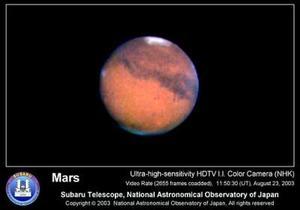 La última vez que Marte se acercó tanto a la Tierra, nuestros antepasados vivían en cavernas y se las ingeniaban para hacer herramientas muy básicas con piedras.  <p> <i> En el gráfico: Esta imágen de Marte fue captada por el telescopio 'Subaru'  Hawaii a cargo del Observatorio Nacional de Japón (NAOJ)</i>