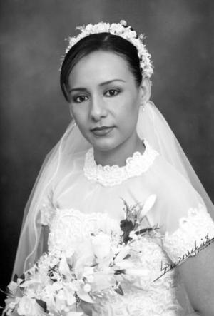 C.P. Rosa María Barraza Méndez unió su vida en el Sacramento del matrimonio a la del Ing. Jesús Ramón Armijo Rodríguez. <p><i>Studio: Papadakis</i>