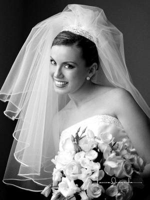 Ing. Ana Laura Pérez González el día de su enlace matrimonial con Ing. Salvador Pérez Barbosa. <p><i>Estudio: Laura Grageda</i>