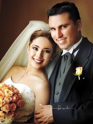 Arq. Gerardo Lastiri Moreno y Srita. Grizy Anel Sonora García contrajeron matrimonio el 16 de agosto de 2003. <p><i>Estudio: Laura Grageda</i>