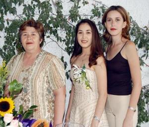 Una primera despedida de soltera le ofrecieron a Rosa María Aguilera Moreno organizada por su mamá Oralia M. de Aguilera y su hermana Elizabeth Aguilera Moreno.