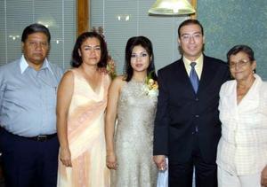 Los novios Karla Villarejo Meneses y Luis Nieto García tuvieron un convivio con motivo de su próximo enlace ofrecido por sus papás Carlos Villarejo, Juana Meneses, Olivia García viuda de Nieto