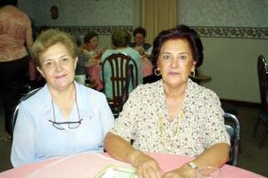 <u>30 de agosto </u> <p> Yolanda de Gutiérrez y Carmen de Castañeda en la reunión de trabajo de las damas Leonas.
