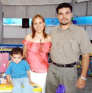 El pequeño Alejandro Ramíerz Armas fue captado junto a sus padres el día que festejó su tercer cumpleaños.