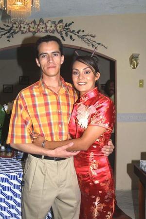 <u>30 de agosto </u> Alfonso Cisneros y Claudia García en el festejo pre nupcial que le ofrecieron por sus próximo enlace nupcial.
