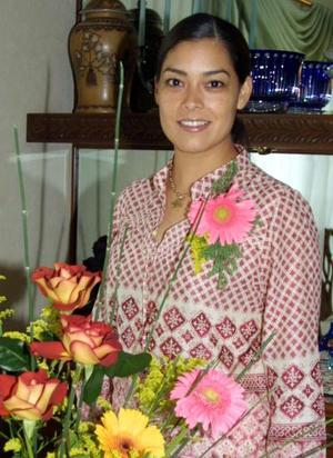 En la víspera de su enlace nupcial, la señorita Brenda Román Flores fue despedida de su vida de soltera.