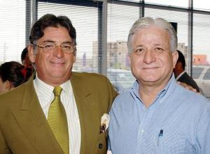 En la ceremonia inaugural de la cancha del Colegio Americano de Torreón fueron captados Carlos Hugo Chiffer y Ricardo Wong.
