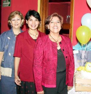 Julieta Sotomayor de Trujillo en la fiesta de canastilla que le ofrecieron Julieta Salas de Sotomayor y Tony Trujillo