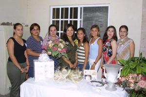 Las familias López Esparza y Requejo Torres ofrecieron una despedida de soltera en honor de Giselle López Esparza.