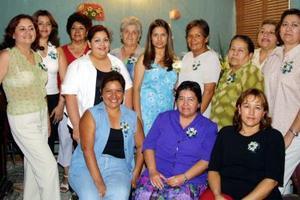 Muchas amigas y familiares de Cindy Luz Ramírez Martínez se dieron  cita en la despedida de soltera que le ofrecieron recientemente Teresita de Jesús Ramírez, Josefina Martínez de Ramírez y Georgina Fonseca