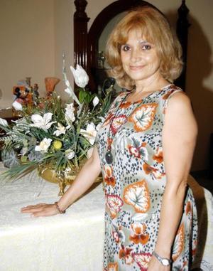 <u>31 de agosto</u> Yolanda Valdez de Domínguez en la fiesta que le ofrecieron Rosina, Mireya, María Elena , Blanca, Yolanda, Laura, Lulú, Lety y Norma por su onomástico.