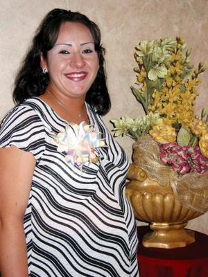 Con una fiesta de canastilla festejaron a María de la Luz de la Torre de Castillo, preparada por Rocío de Rivera, Isabel Balderas y Verónica Castillo