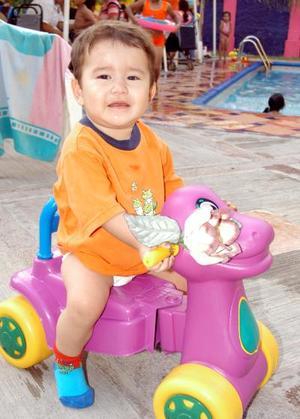 En la fiesta que se ofreció por su bautizo, fue captado el pequeño Diego Fernando hijo de Erick Galindo e Isela Ibarra Salazar