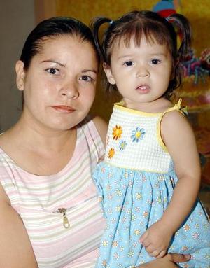 Kassandra Mariel ROdríguez López y su mamá Mireya López de Rodríguez.