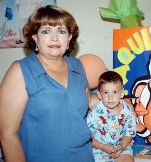 Paquito Villalobos Salum junto a su mamá Yahaira Salum de Villalobos en la fiesta que le ofrecieron por su tercer cumpleaños