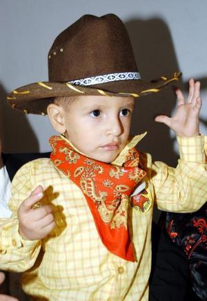 <u>31 de agosto</u> <p> Óscar Alaín fue festejado en su tercer cumpleaños por sus padres Óscar Cisneros y Lidia Durán de Cisneros.