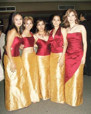 Muy guapas lucieron las damas de la novua Ana Carolina Chew, ellas son las señoritas Valeria, Susana, Lourdes, Gaby y Diana