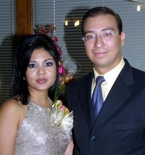 Karla Villarejo Meneses y Luis A. Nieto García fueron despedidos de su vida de solteros.