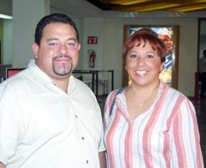 <u> 02 de septiembre </u> <p> Yolanda de Castillo partió a México para presentar su examen profesional, la despidió su esposo Mauricio Castillo.