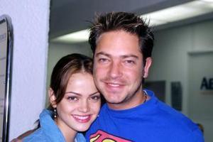 <u> 03 de septiembre </u> <p> El actor Jan retornó a México , luego de visitar a su novia, Marisol González, quien lo despidió en el aeropuerto.