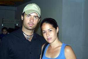 Gioacchino Aurucci retornó a Roma, italia luego de vacacionar en La Laguna, lo despidió su novia, Mariana Sánchez del Río.