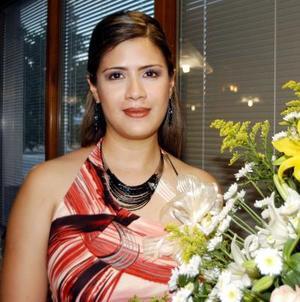 Mónica Velázquez Robles en el festejo pre nupcial que le ofreció Emilia Robles Romero..