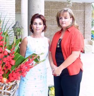 Maty de Espada y Nena de Fernández, presidenta y vice presidenta respectivamente del Club de Jardinería Cardenche.