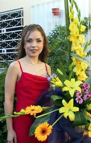 Liliana González Tijerina recibió numerosas felicitaciones por su próxima boda durante la despedida que le ofrecieron.